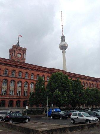 Novotel Berlin Mitte : 450 meters away