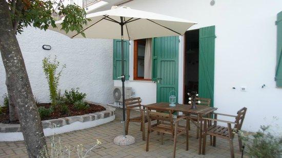 Residence le Ali del Conero: ampi spazi esterni riservati agli ospiti