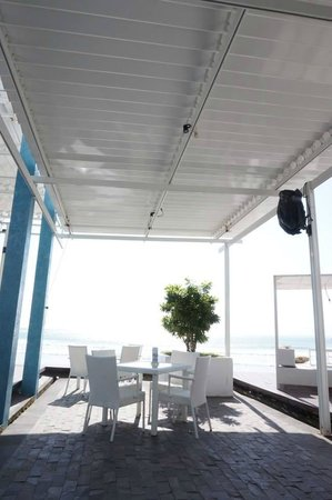 Discovery Shopping Mall: Oceans 27 Beach & Grill