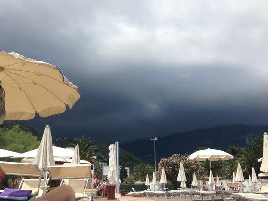 Hotel Tara: надвигалась буря