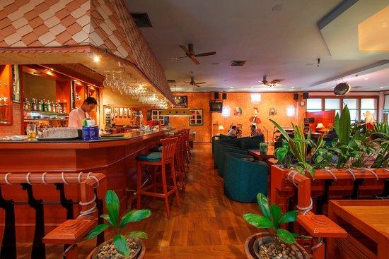 MiCasa Hotel Apartments Yangon Managed by AccorHotels : Bar & lounge