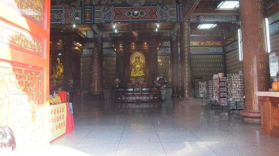 Temple de Kek Lok Si : interior of the temple