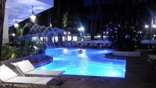 Hotel Belvedere: Piscina illuminata