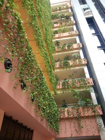 Almuñecar Playa Spa Hotel: PARTE DEL HOTEL (FLORES)