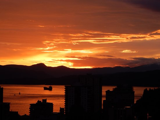 Sandman Suites Vancouver - Davie Street: sunset