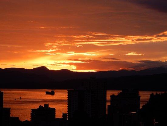 Sandman Suites Vancouver - Davie Street : sunset