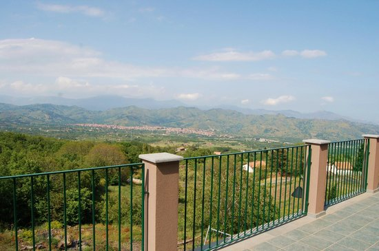 Etna Mareneve Escursioni: the view from lunch at Gambino