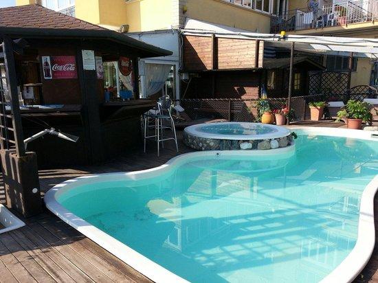 Hotel Estate : Piscina e idromassaggio