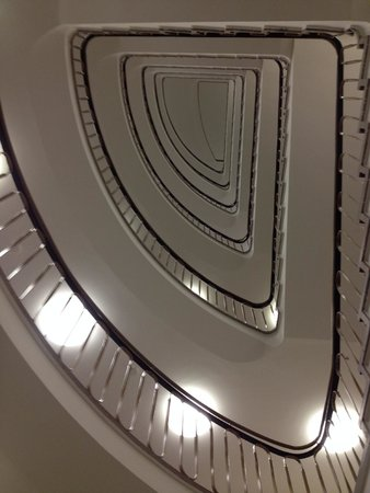 Motel One Essen : Beautiful stairs