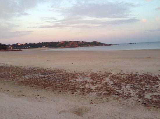 Old Smugglers Inn : beach very close