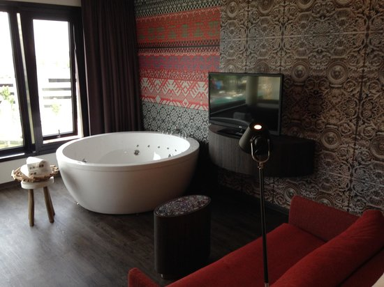 Mainport Hotel : Jacuzzi+TV