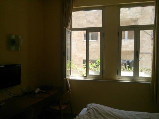 Alon Hotel: Вид из окна