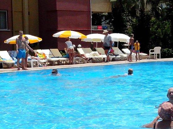Saritas Hotel: бассейн