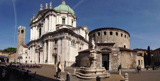 Duomo Vecchio di Brescia : Piazza Duomo