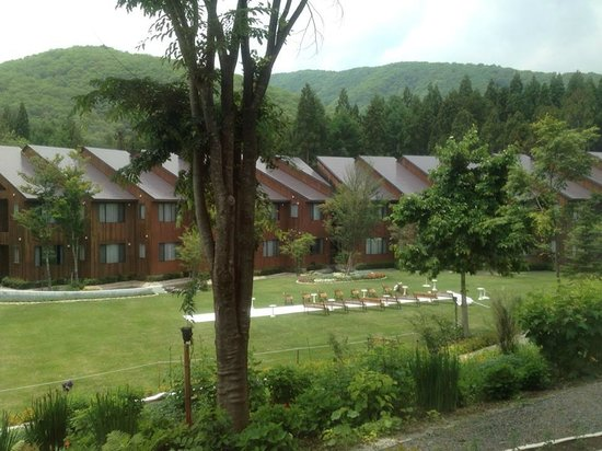 Hotel Sierra resort Hakuba: wedding setup seen from junior suite
