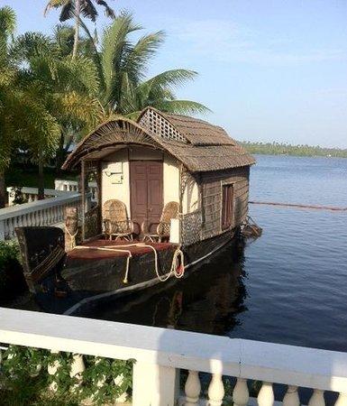 Club Mahindra Cherai Beach : house boat