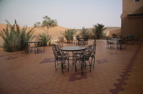 Kasbah Erg Chebbi : patio view from the hotel