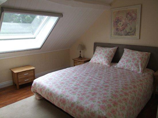 La Gaudiniere: Bedroom with private bathroom