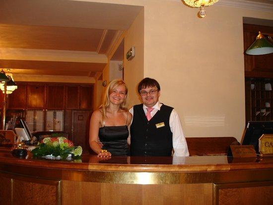 Hotel Imperial: Receptionist Roman