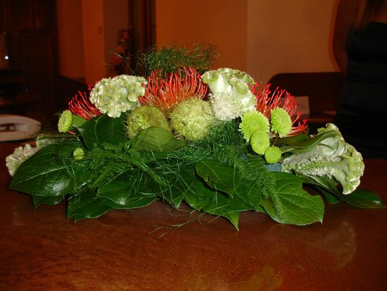 Hotel Imperial: Flowers on the reception