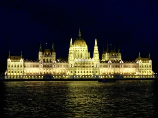 Novotel Budapest Danube: Directly across the street from the hotel!