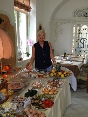 Luxury Villa Excelsior Parco : Breakfast