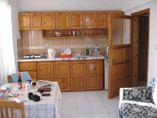 Seastar Aparthotel: kitchen area