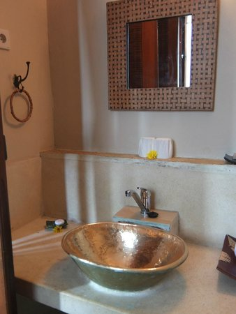 Junjungan Ubud Hotel and Spa: salle de bains