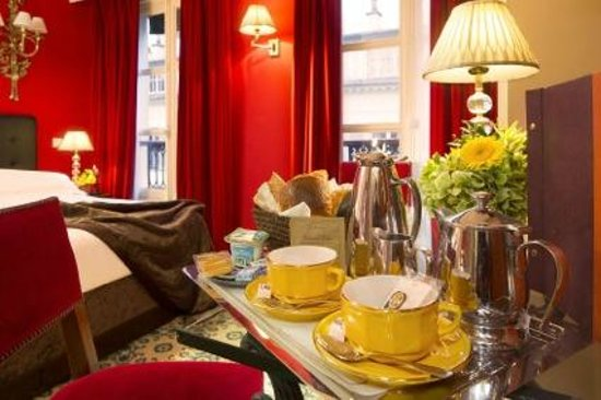 Hôtel des Deux Continents : Petit-déjeuner en chambre // Breakfast in the room