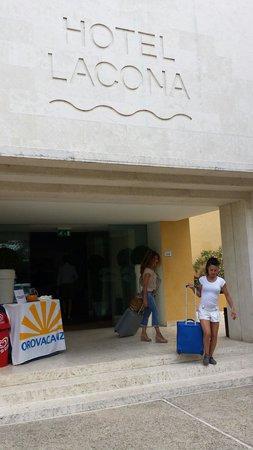 Uappala Hotel Lacona : Soccorso clienti di Vanessa: hostess, promoter, animatrice, ballerina, cantante e quant'altro