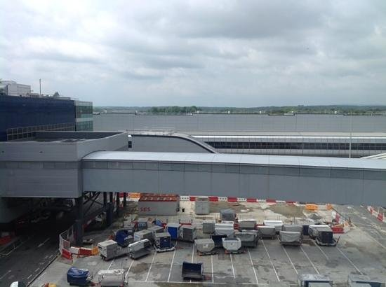 Hampton by Hilton London Gatwick Airport: View -its an airport, shame cant see runway...
