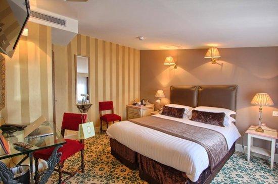 Hôtel des Deux Continents : Chambre Quad // Quad Room