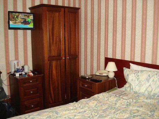 Le Chene Hotel : bedroom