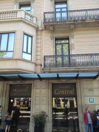 Sunotel Central: Вид отеля с улицы