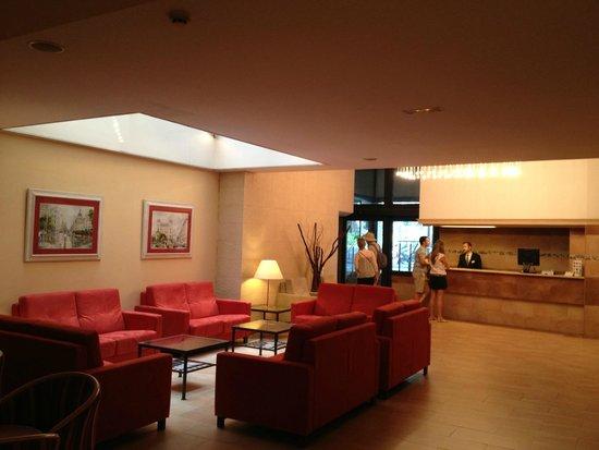 Sunotel Central: Холл отеля