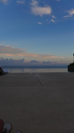 Alila Villas Uluwatu: Sunset by the pool