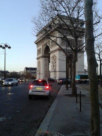 Hotel Riviera Elysées : Arc de Triomphe 5 mins walk from hotel