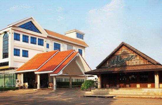 NH Elegant Hotel: โรงแรม หนองหาร เอลลิแกนท์ ตั้งอยู่ใจกลางเมืองสกลนคร