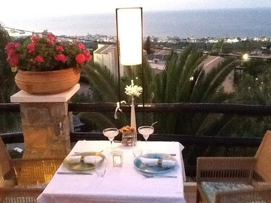 Creta Blue Suites: Margaritas Poolside