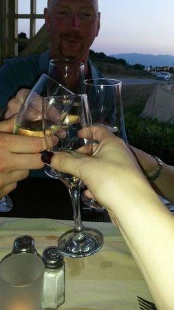 Zepos Restaurant: cheers