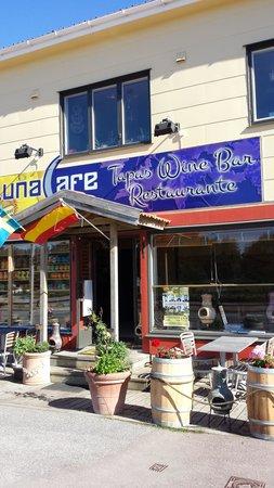 Luna Cafe: Outside doesn't impress, but enter!!