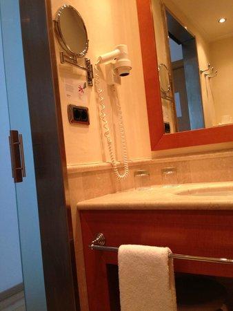 ILUNION Aqua 3: baño con secador