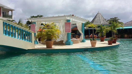 Bay Gardens Beach Resort : Jaccuzi at the Pool