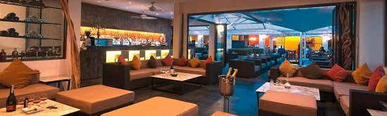 DaVinci Restaurant & Bistro': lounge and bar area with authentic ferrari engine