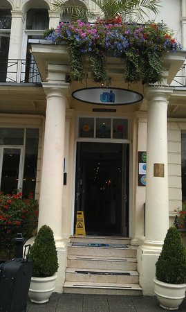 Umi London: Hotel entrance
