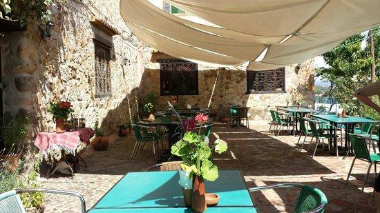 Auberge Dardara: The restaurant!!