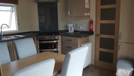 Reighton Sands Holiday Park - Haven: Kitchen