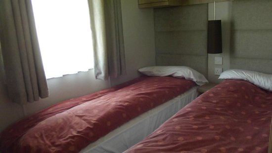Reighton Sands Holiday Park - Haven: twin bedroom