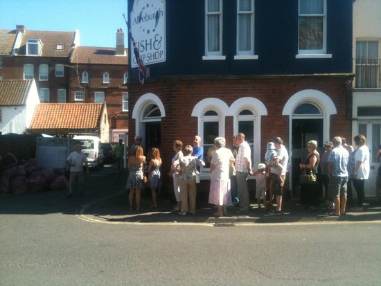 Aldeburgh Fish and Chips: The queue