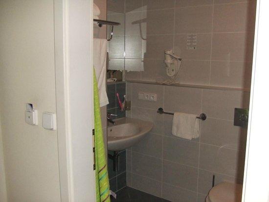 Hotel Ehrlich: Bathroom